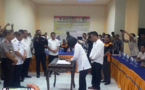 Paslon Tandatangani Kesepakatan di Forum Pilkada Damai Bolmong