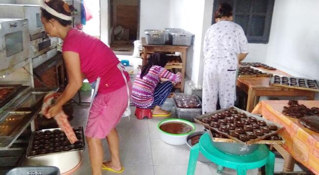 Dewi, Penjual Kue Basah yang Raup Puluhan Juta Rupiah Per Bulan
