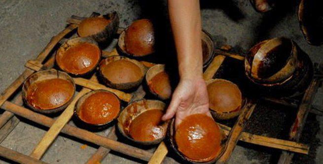 Gula Merah Batok Diolah Dengan Alat Tradisional