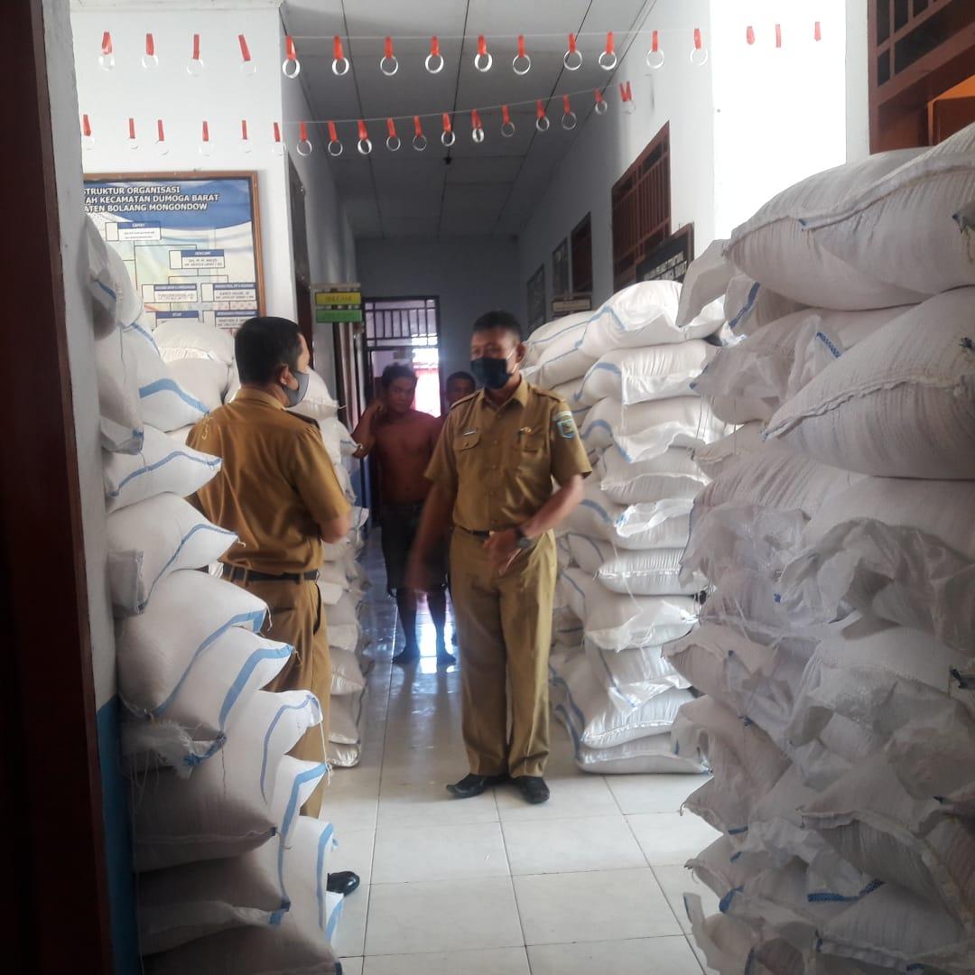 Kepala DKP Bolmong I Nyoman Sukra Pantau Persiapan Beras Premium Untuk Bantuan Sosial APBD