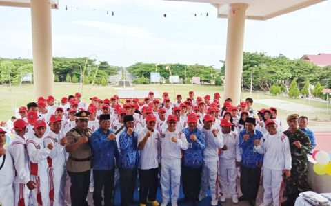 Wakil Bupati Yanny Ronny Tuuk Foto Bersama Ketua Koni, Dispora Dan Para Atlet Bolmong (Foto: Jr)