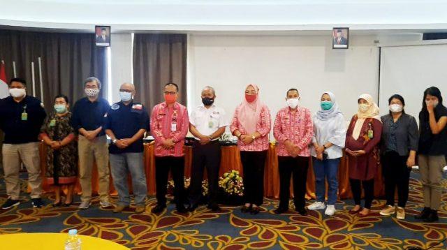 Asisten I Setda Bolmong Foto Bersama Usai Pembukaan Kegiatan Pelatihan Perempuan Mitra Polhut TNBNW. (Foto: Istimewa)