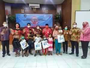 Kementerian PPPA RI Berikan Bantuan Kepada Anak Sekolah dan Perempuan Korban Banjir Bolmong dan Bolsel. (Foto: Istimewa)